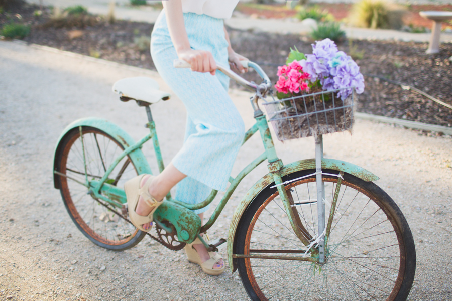 kelsea holder springtime shoot vintage bike